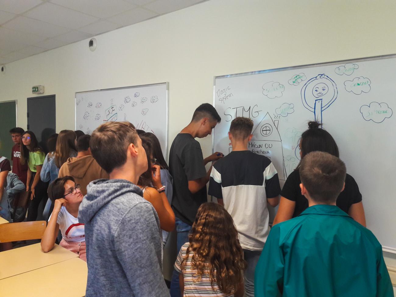 Rentrée scolaire des élèves de première générale et technologique au Lycée Notre Dame de challans, découverte des maisons